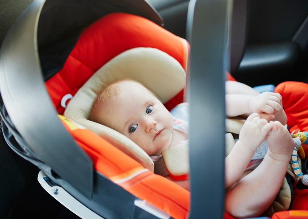 Occuper bébé lors d'un long trajet en voiture