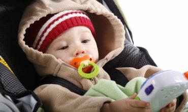 Bonnet, moufles, gants... que choisir pour bébé ?