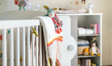 Quels sont les accessoires indispensables du lit de bébé ?